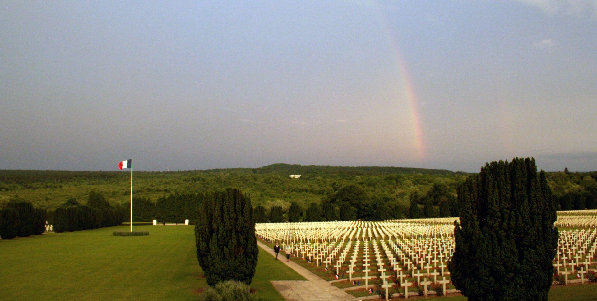 Vom Ort nationalen Triumphs zur Stätte europäischer Versöhnung? Verdun 100 Jahre nach dem Ersten Weltkrieg (1916-2016)